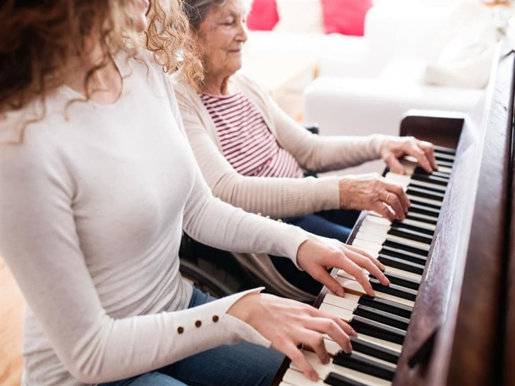 Live music and activities at Pacifica Senior Living Vista in Vista, California