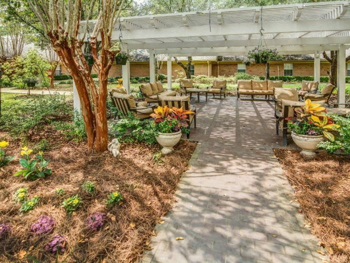 Spacious covered picnic areas at Pacifica Senior Living Woodmont FL