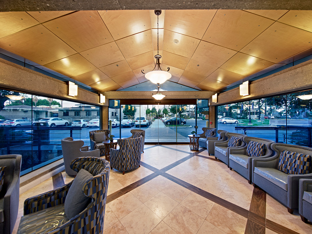 Posh Lounge Area In Clubhouse at Pacifica Senior Living, Sakura Gardens of Los Angeles, Los Angeles, CA, 90033