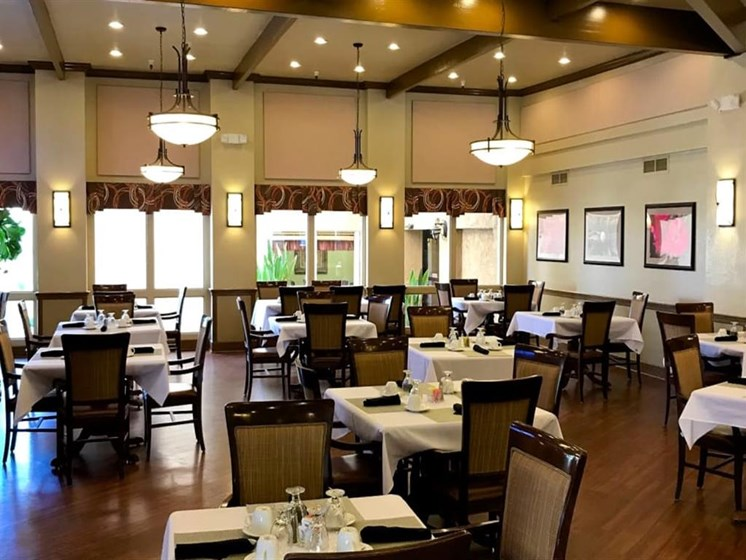 Restaurant-style dining area at Pacifica Senior Living Scottsdale