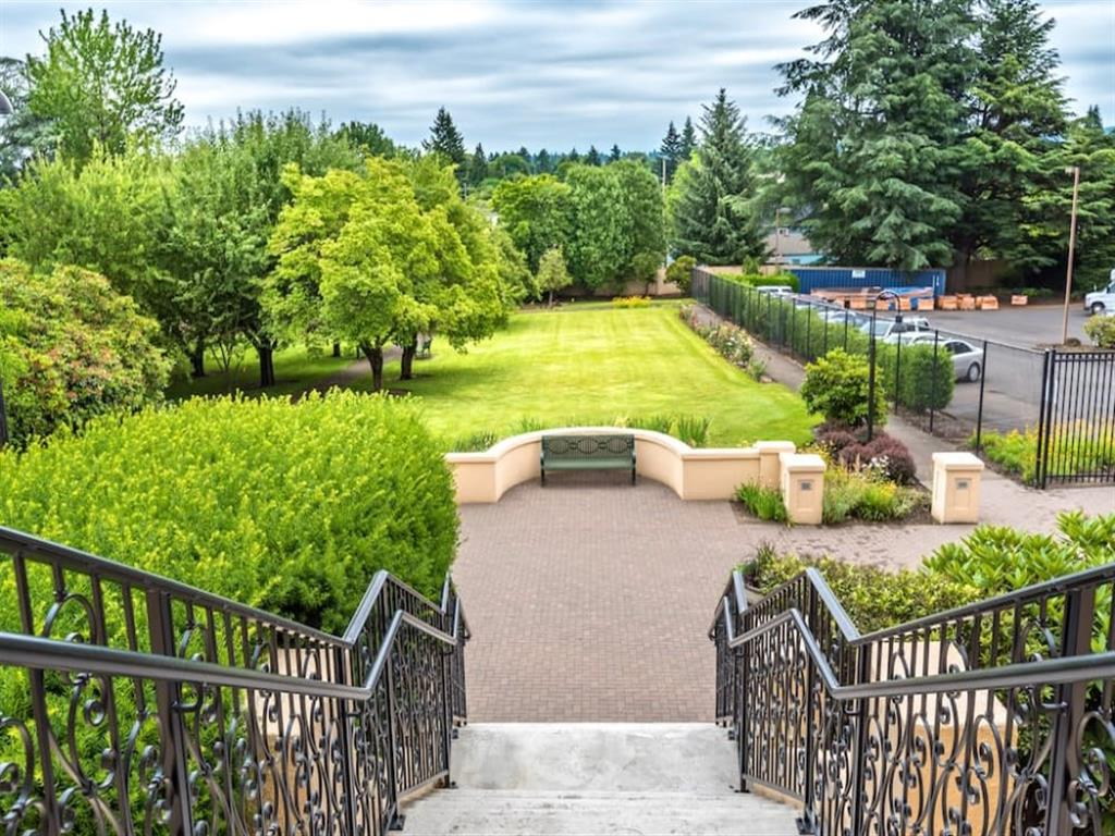 Beautiful Lush Gardens With Courtyard at St. Andrews Memory Care, Portland, 97215