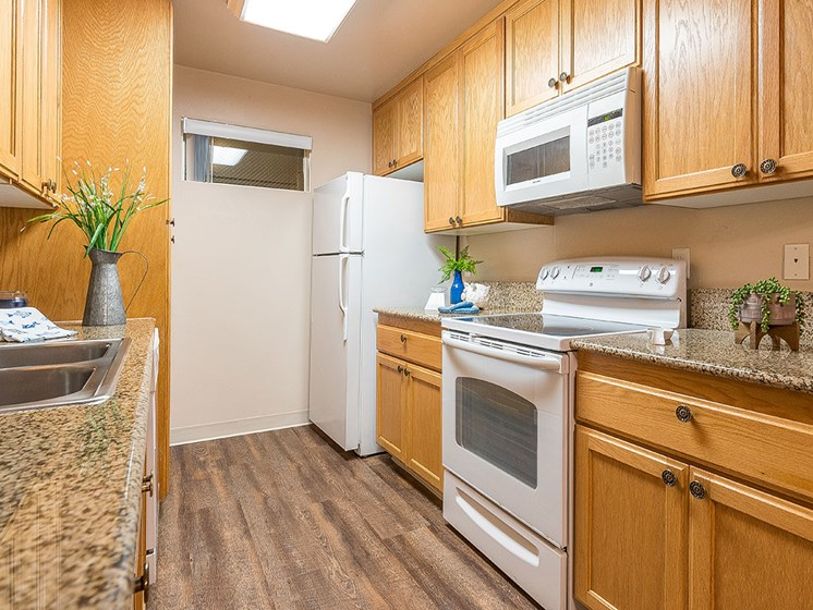 Fully Equipped Kitchen at Pacifica Senior LIving, The Park Lane, California, 93940