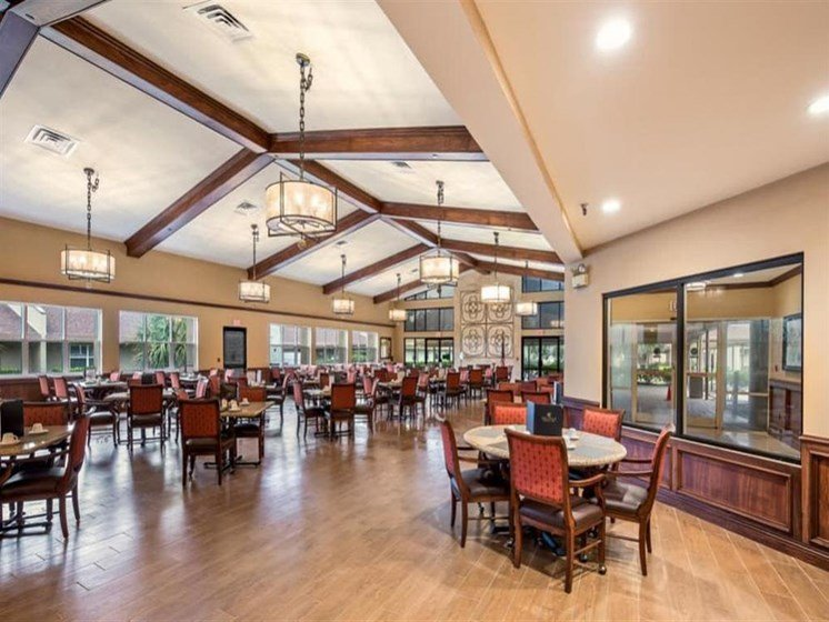 restaurant style common dining at Wyndham Lakes in Jacksonville, FL