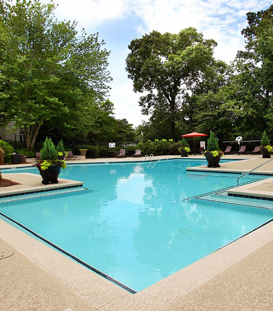 Swimming Pool at Greenhouse Apartments in Kennesaw, GA