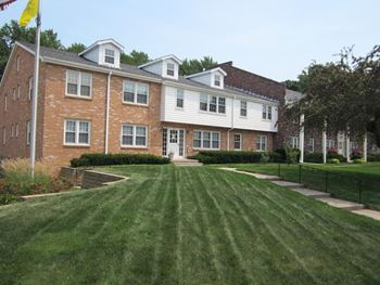 5820 Erskine St 1-2 Beds Apartment for Rent Photo Gallery 1