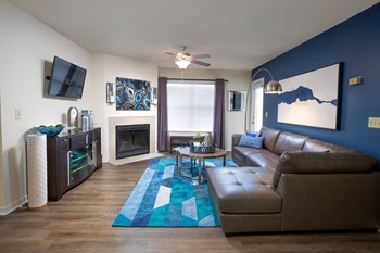 351 Crossing Blvd 1-2 Beds Apartment for Rent Photo Gallery 1