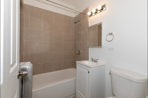 Bathroom | Apartments in South Shore, Chicago | Pangea Real Estate