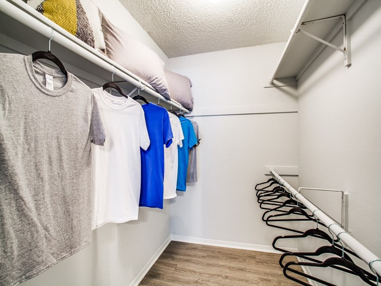 northwest san antonio apartments with walk-in closet