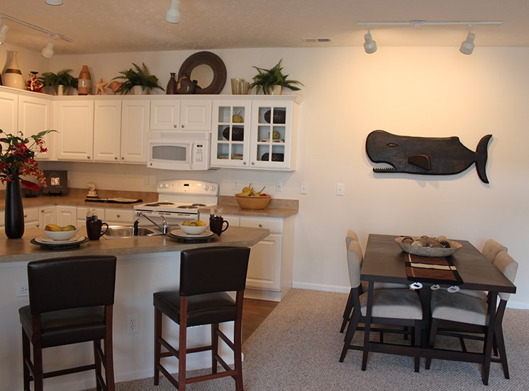 The Charleston Apartments Dining area