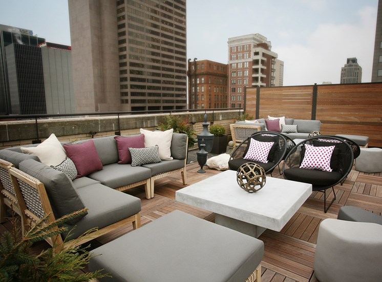 Rooftop seating at The Citizens Apartments in Columbus OH