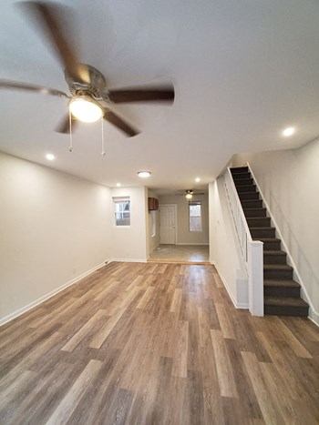 6212 Chestnut Street #1D 3 Beds Apartment for Rent Photo Gallery 1