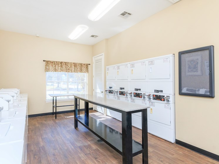 seabrook apartments with laundry facility