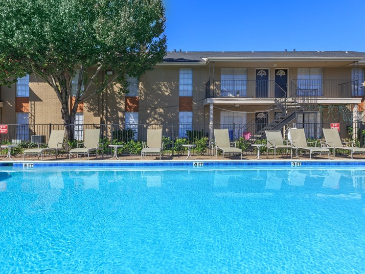 clear lake apartments with pool