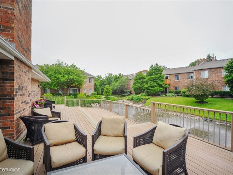 Large relaxing patio at Brook Run in Arlington Heights, IL