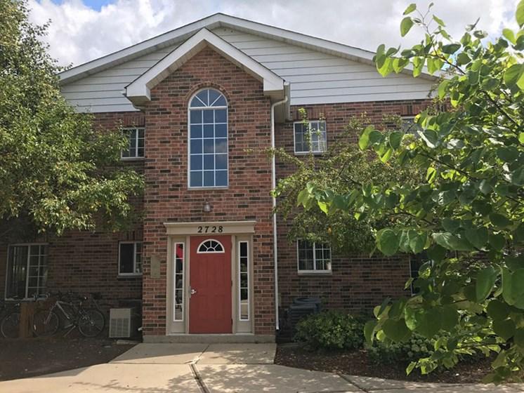 Exterior brick entrance at Brook Run in Arlington Heights, IL