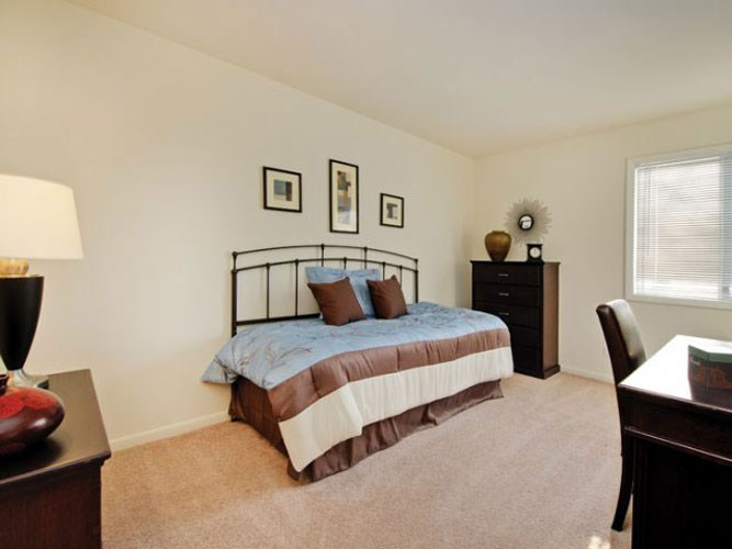 Large bedroom with large windows and high ceilings at The Townhomes at Highcrest in Woodridge, IL