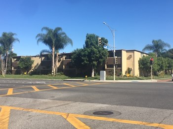 10235-10255 Somerset Boulevard 1-2 Beds Apartment for Rent Photo Gallery 1
