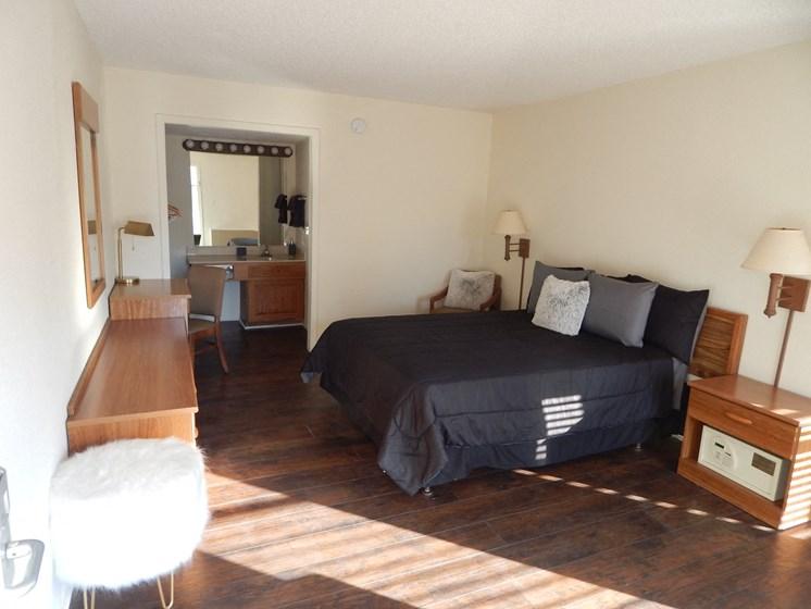 Spacious Bedrooms With En Suite Bathrooms at Plato's Cave Apartments, Missouri, 65616