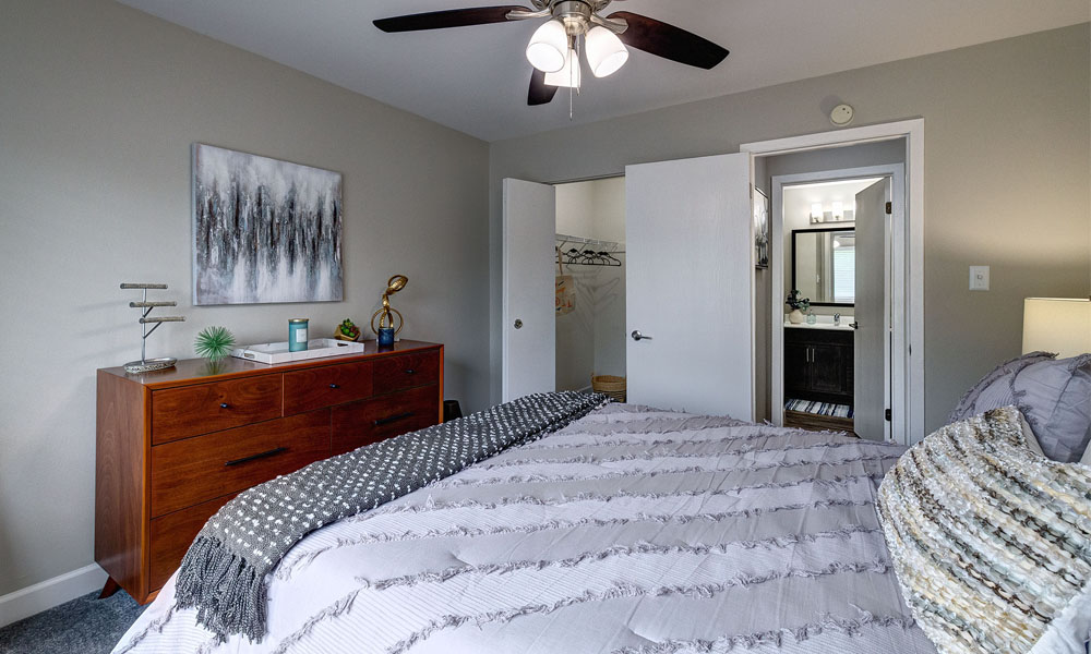 Spacious bedroom with view of bathroom - The Clayson