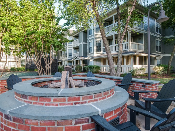 Outdoor Courtyard with Conversational Fire Pit at Arbors Harbor Town Apartment Homes, Memphis, TN 38103
