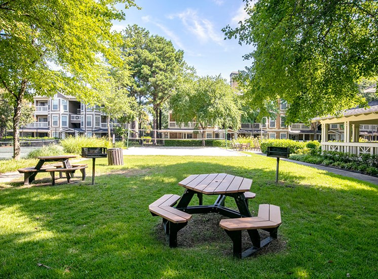 Looking for the perfect way to entertain guests or enjoy time spent with family and friends? Utilize the Picnic and Grilling Areas at Arbors Harbor Town Apartment Homes, Memphis, TN 38103