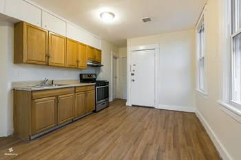 85 Brown Place 2 Beds House for Rent Photo Gallery 1