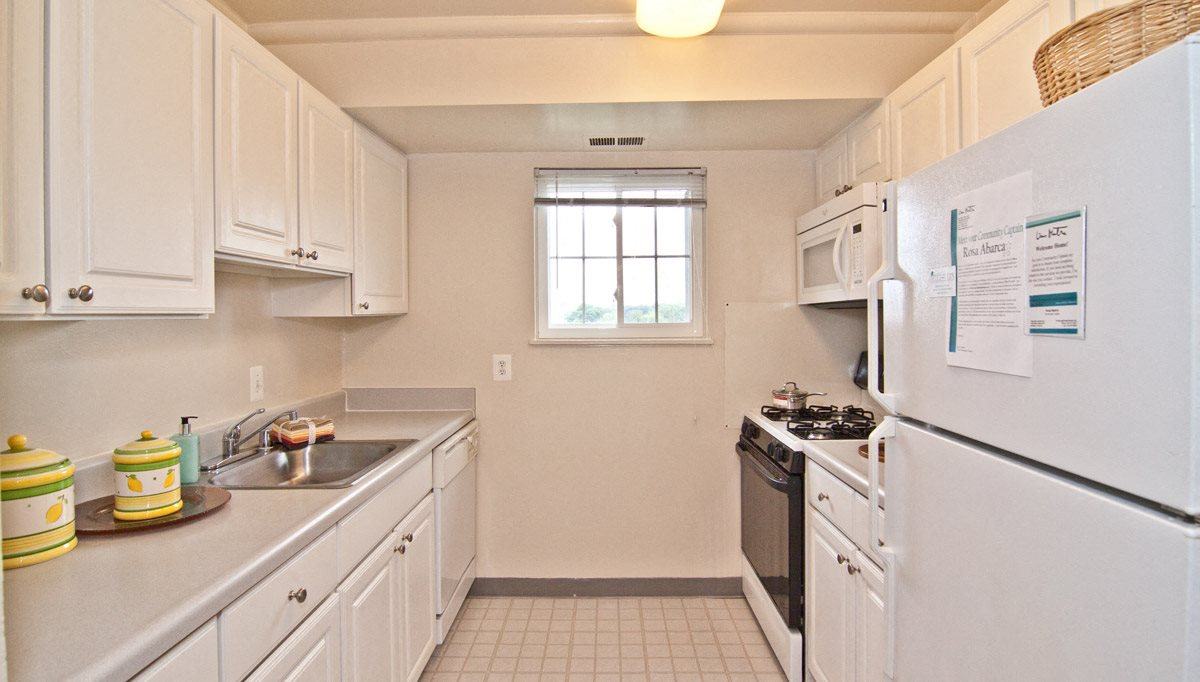 Fully Equipped kitchen at Dulles Glen, Virginia