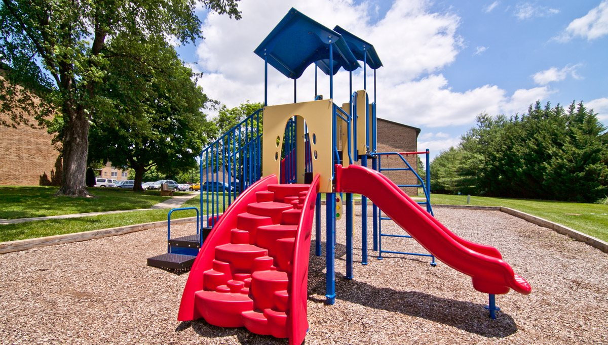 Play Structure/Playhouse Combo at Middletown Valley, Middletown, 21769