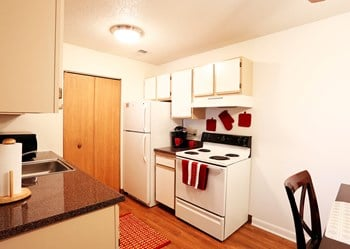 1700 East High St. 2-3 Beds Apartment for Rent Photo Gallery 1