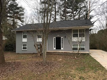 8229 Queens Dr 3 Beds House for Rent Photo Gallery 1
