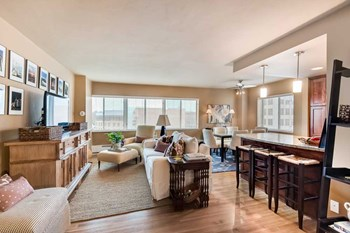4821 Roanoke Pkwy 1-2 Beds Apartment for Rent Photo Gallery 1