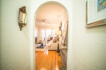 4746 Roanoke Pkwy 1 Bed Apartment for Rent Photo Gallery 1