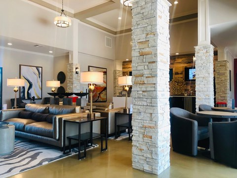 community lounge area for residents at hollybrook ranch apartments
