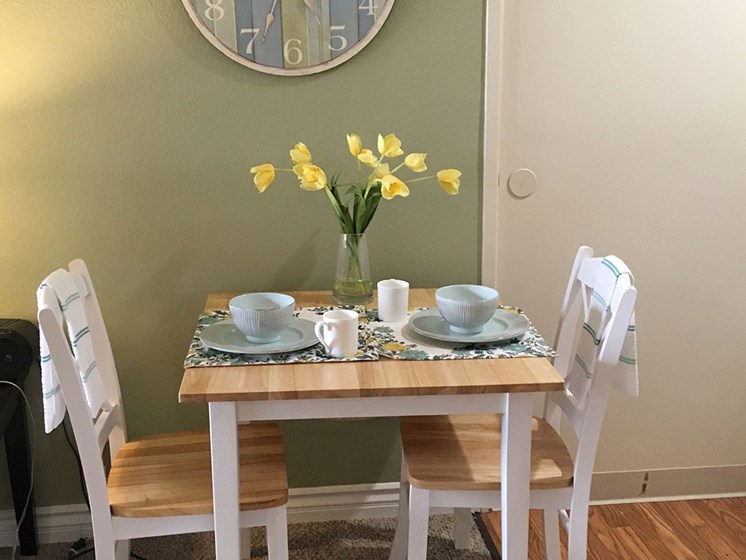 Bright Dining Area at Alta Vista Senior Living, 92083