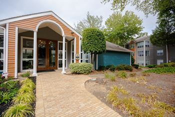 4250 Jimmy Carter Blvd 1-2 Beds Apartment for Rent Photo Gallery 1