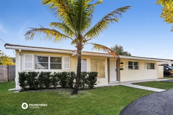 1700 SW 5Th Ave 3 Beds House for Rent Photo Gallery 1
