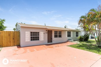 1348 SW 49th Ave 5 Beds House for Rent Photo Gallery 1