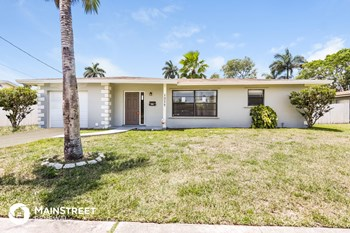 1377 NW 55th Ave 4 Beds House for Rent Photo Gallery 1