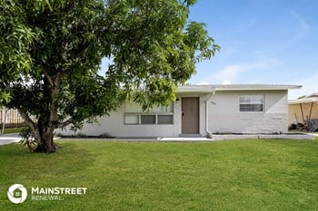 1820 SW 43Rd Ave 3 Beds House for Rent Photo Gallery 1
