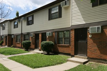 655 East Street 30 1/2 2-4 Beds Apartment for Rent Photo Gallery 1