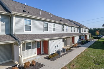 1425 Crossing Green Lane 3 Beds Apartment for Rent Photo Gallery 1