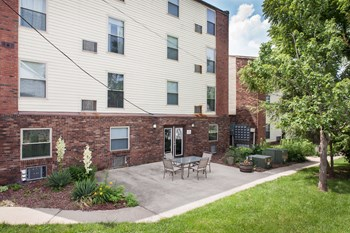 556 S. Maple St 1 Bed Apartment for Rent Photo Gallery 1