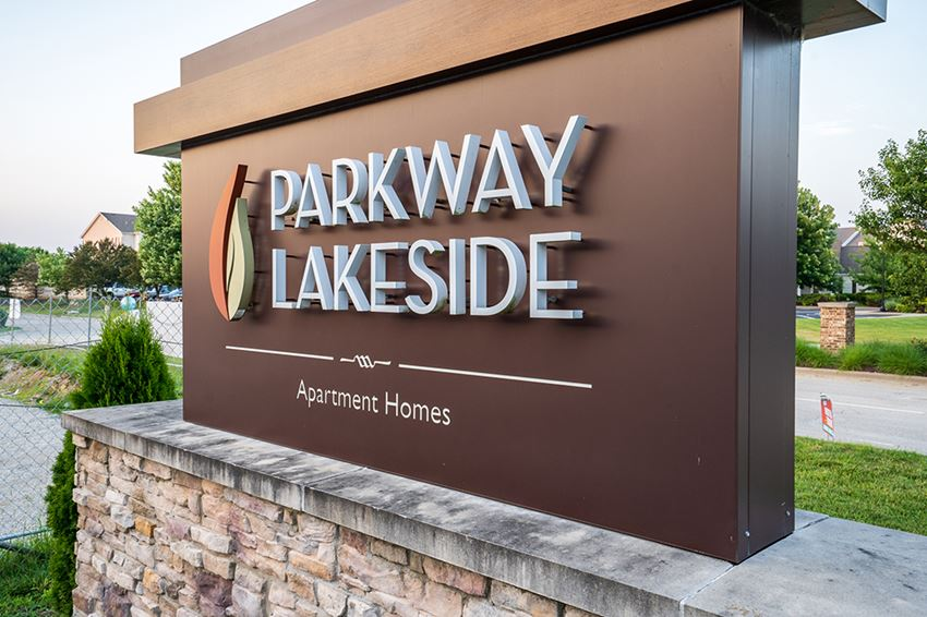 Parkway Lakeside Monument Sign