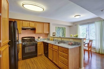 8251 Ridgefield Blvd 2-4 Beds Apartment for Rent Photo Gallery 1