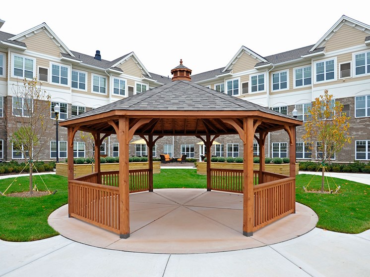 Memory Care Outdoor Gazebo at Rose Senior Living – Clinton Township, Michigan