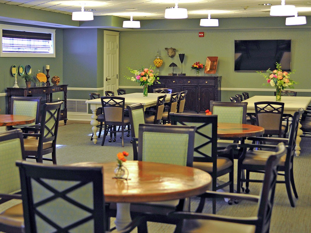 The Woods Grill BBQ at Rose Senior Living – Clinton Township, Clinton Township, 48038