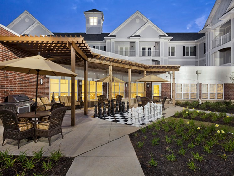 Outdoor Courtyard with Pergola at Heritage at Irene Woods, Memphis, Tennessee