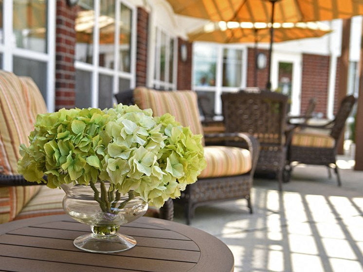 Outdoor Seating at Heritage at Irene Woods, Memphis