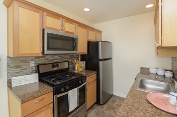 2517 Dunksferry Road Studio Apartment for Rent Photo Gallery 1