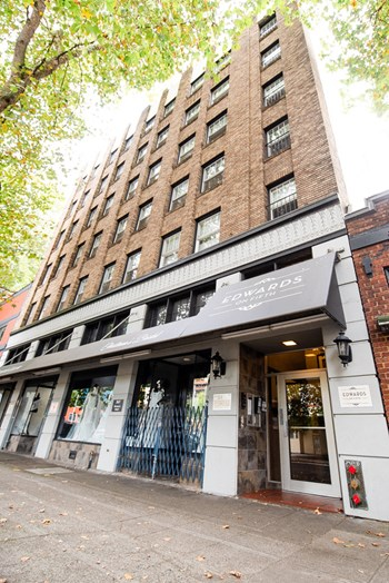 2619 5Th Avenue Studio Apartment for Rent Photo Gallery 1